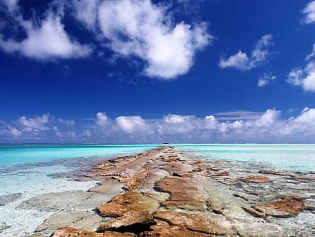 An exposed reef disappearing into the lagoon at Aitutaki