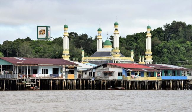 A mosque and stilt houses in the water village at Bandar Seri Begawan Brunei