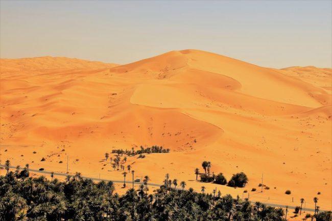 Gilt sand dunes over 100 metres high towering over the Algerian Sahara