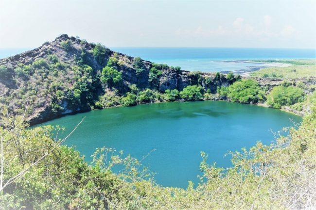 The aquamarine salt lake on Grand Comore
