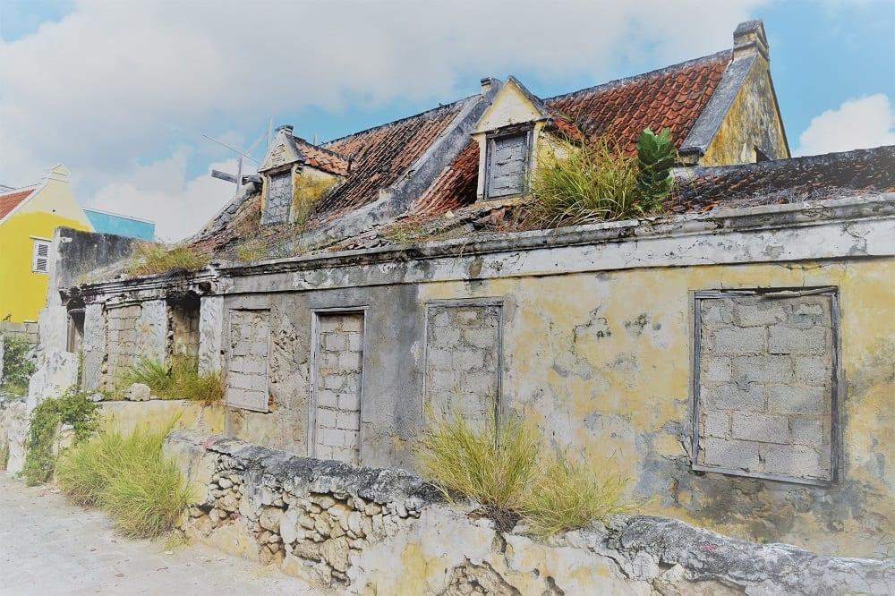 A charmingly derelict building in Pietermaai, Willemstad