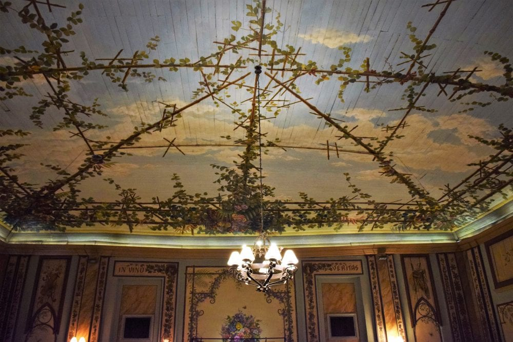 The Gran Hotel del Paraguay ball room ceiling