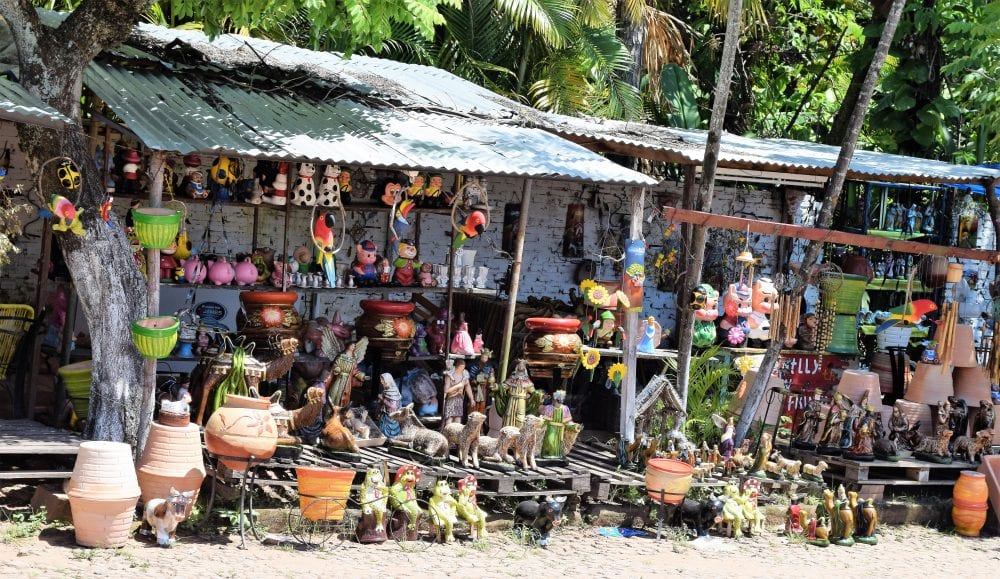 Pottery stalls at Aregua
