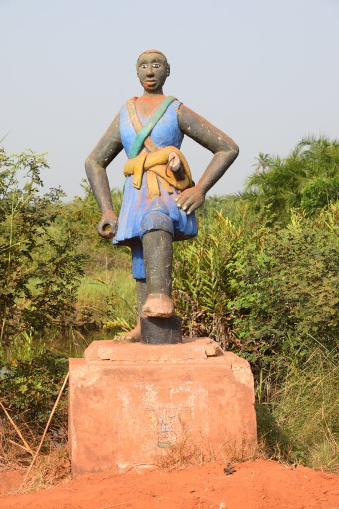 Statue of female slave on the Slave Road, Ouidah