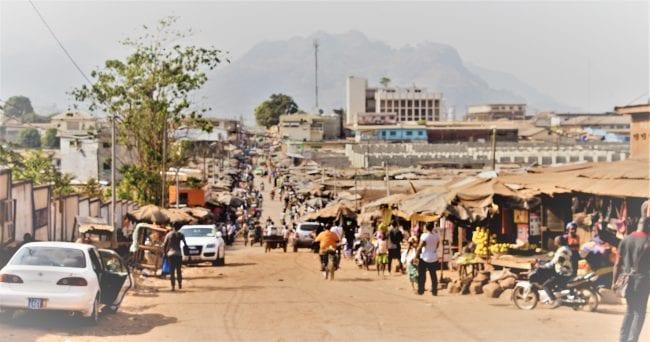 The sprawling market at Man
