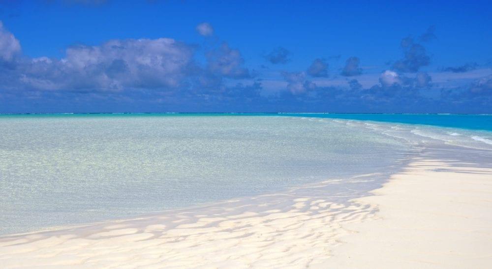 A beautiful sand bar dips into a turquoise sea on Aitutaki Lagoon