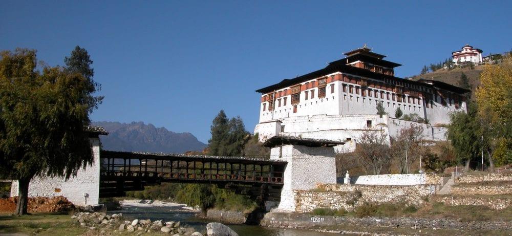 Rinpung Dzong and its wooden bridge