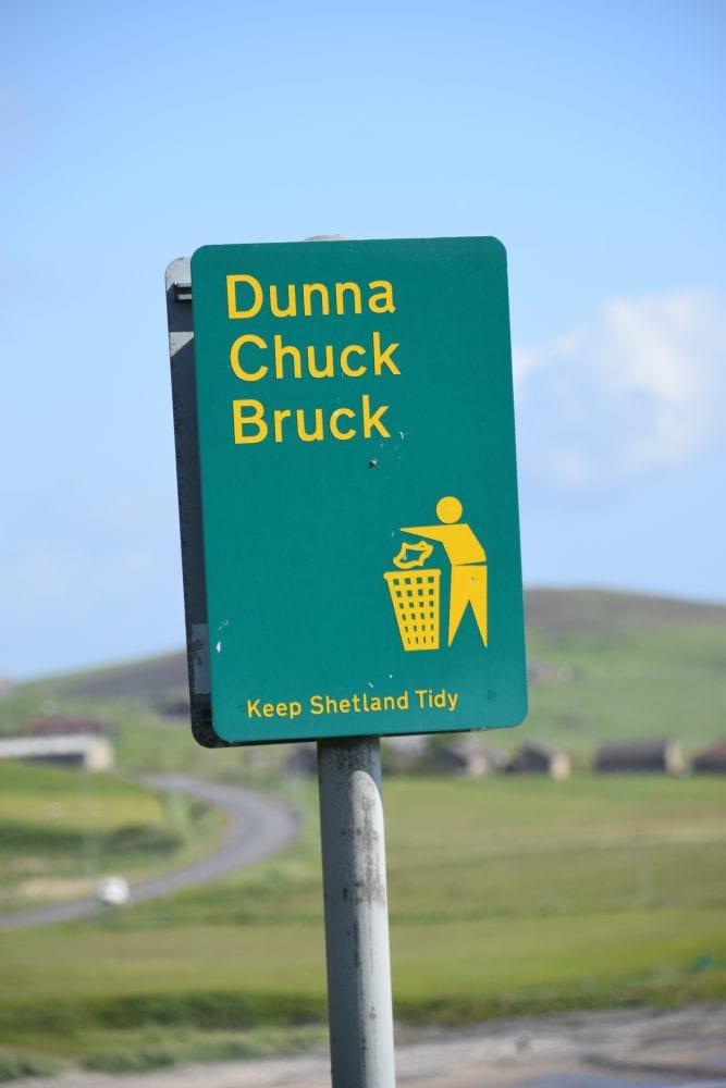A sign on litter bins in Shetland, Dunna Chuck Bruck